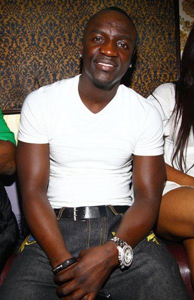 Peso y altura de Akon